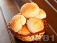 Питки с тесто от грис и бяло брашно (със суха мая) в хлебопекарна (домашна машина за хляб)